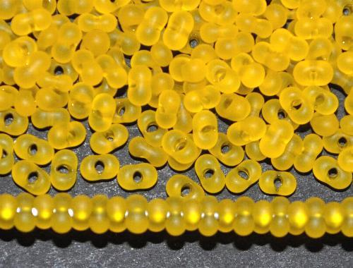 Best.Nr.:00832 Farfalle Rocailles von Ornella Preciosa Tschechien  gelb mattiert (frostet)