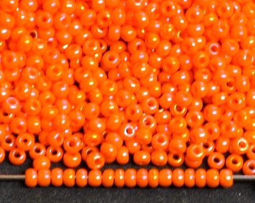 Best.Nr.:02002  Rocailles von Ornella Preciosa Tschechien, orange opak irisierend AB