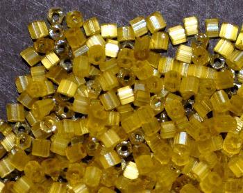 Best.Nr.:16020 Schnittperlen von Ornella Preciosa Tschechien  Satinglas olivgelb