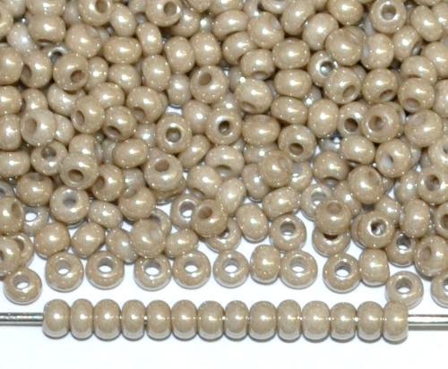 Best.Nr.:03027 Rocailles von Ornella Preciosa Tschechien, beige opak /schimmernd (lüster)