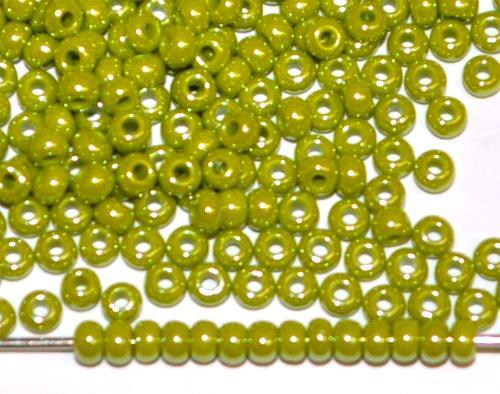 Best.Nr.:03062 Rocailles von Preciosa Tschechien oliv opak /schimmernd (lüster)