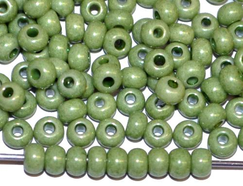 Best.Nr.:03077/100  Rocailles von Ornella Preciosa Tschechien,  dyed chalk (pastell) oliv