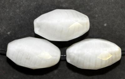 Best.Nr.: 26621 Glasperlen Oliven facettiert, Perlettglas weiß, hergestellt in Gablonz / Böhmen