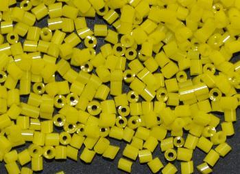 Best.Nr.:19069 Glasperlen / Stiftperlen in den 1940/50 Jahren in Gablonz/Böhmen hergestellt, gelb opak