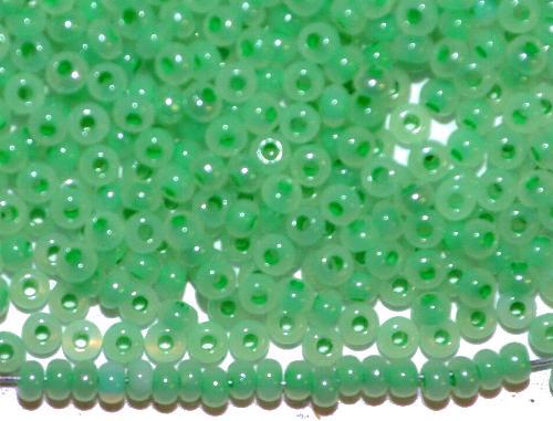 Best.Nr.:05016 Rocailles von Preciosa Ornella Tschechien,  Opalweiß mit Farbeinzug grün,