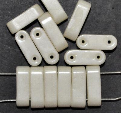 Best.Nr.:63843 Glasperlen mir zwei Löchern, elfenbein mit lüster, in den 1930/40 Jahren in Gablonz/Böhmen hergestellt, (Prosserbeads)
