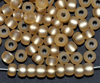 Best.Nr.:14028 Rocailles von Preciosa Tschechien hell topas mattiert (frostet) mit Silbereinzug