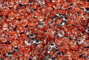 Best.Nr.:13012 Rocailles aus Gablonz / Böhmen kristall hellrot gestreift