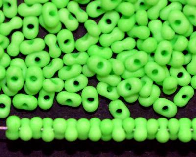 Best.Nr.:00840 Farfalle Rocailles von Ornella Preciosa Tschechien neon grün mattiert (frostet)