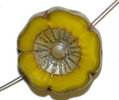 Best.Nr.:67986 Glasperlen / Table Cut Beads  olivgelb Perlettglas,  Blüten geschliffen mit burning silver picasso finish,  hergestellt in Gablonz / Böhmen