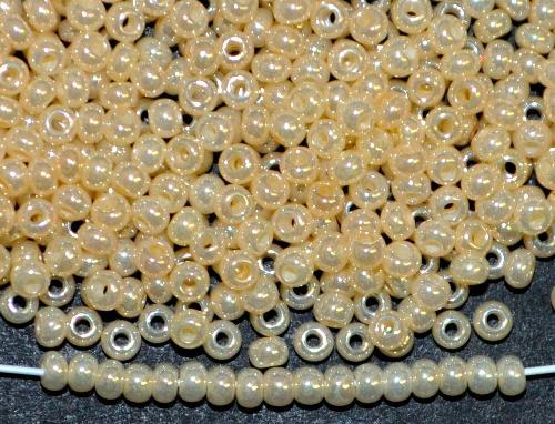 Best.Nr.:06057  Rocailles von Ornella Preciosa Tschechien,  beige ceylon (Perlmuttglanz)