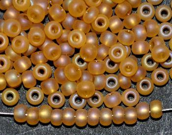 Best.Nr.:14002 Rocailles von Preciosa Tschechien honig mattiert (frostet) und light AB finish