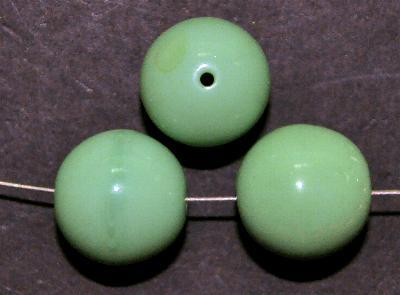 Best.Nr.:63902 Glasperlen rund, 1920/30 in Gablonz/Böhmen hergestellt, mintgrün