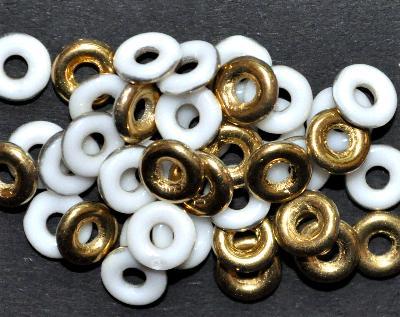 Best.Nr.:0032 Glasperlen Ringe, Spacer, weiß eine Seite mit gold Veredelung, hergestellt in Gablonz / Tschechien