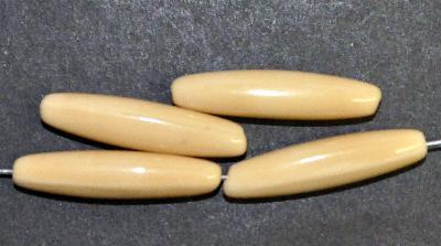 Best.Nr.:63644 Glasperlen Oliven,  in den 1930/40 Jahren in Gablonz/Böhmen hergestellt,  beige opak