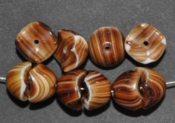Best.Nr.:63316 Glasperlen mit gezacktem Rand, fügen sich zusammen zu einer Olive, 1920/30 in Gablonz/Böhmen hergestellt, braun meliert opak
