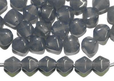Best.Nr.:54032 Glasperlen Doppelpyramide vierkantig, alabaster blaugrau, hergestellt in Gablonz / Böhmen