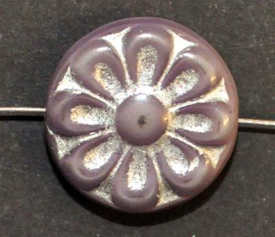 Best.Nr.:59203 vintage style Glasperlen, mit eingeprägter Blütenmandala, violett mit silber finish  nach alten Vorlagen aus den 1930 Jahren in Gablonz/Böhmen neu gefertigt,