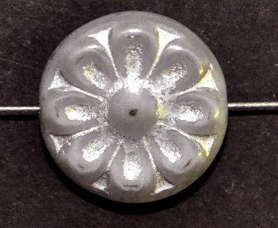 Best.Nr.:59217 vintage style Glasperlen, mit eingeprägter Blütenmandala, hellgrau mit silber finish  nach alten Vorlagen aus den 1930 Jahren in Gablonz/Böhmen neu gefertigt,