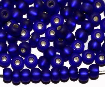 Best.Nr.:14033 Rocailles von Preciosa Tschechien dunkelblau mattiert (frostet) mit Silbereinzug