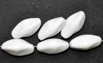 Best.Nr.:63722 Glasperle Nuggets, 1930/40 in Gablonz/Böhmen hergestellt, weiß opak