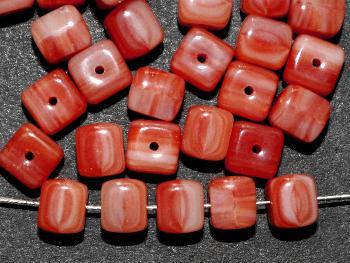 Best.Nr.:49349 Glasperlen Würfel weiß rot meliert