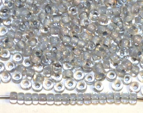 Best.Nr.:12152  Rocailles von Preciosa Ornella,  kristall mit Farbeinzug hellgrau,  hergestellt in Gablonz / Tschechien