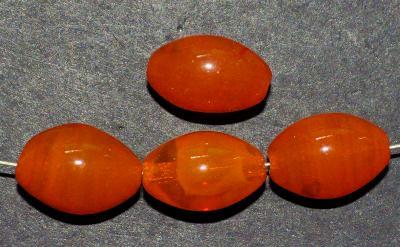 Best.Nr.:63167 Glasperlen Oliven, 1920/30 in Gablonz/Böhmen hergestellt, orange