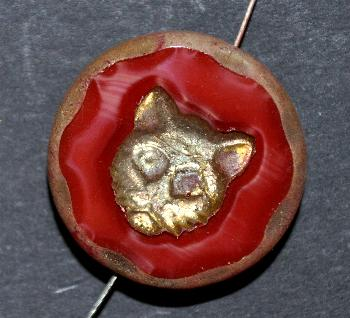 Best.Nr.:671273 Glasperlen / Table Cut Beads karmesinrot Perlettglas, mit eingeprägtem Katzenköpfchen, geschliffen mit burning silver picasso finish