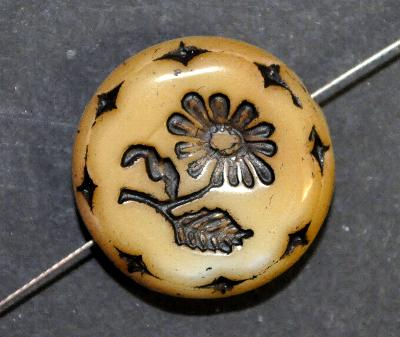 Best.Nr.:59057 vintage style Glasperlen beigebraun, mit eingeprägter Blüte ,  nach alten Vorlagen aus den 1930 Jahren in Gablonz/Böhmen neu gefertigt,
