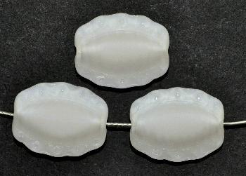 Best.Nr.:671306 Glasperlen / Table Cut Beads geschliffen, naturweiß Perlettglas, Rand mattiert (frostet), nach alten Vorlagen aus den 1930/40 Jahren neu gefertigt