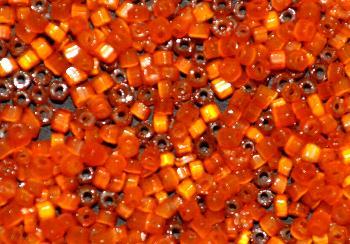 Best.Nr.:63708 Glasperlen in den 1930/40 Jahren in Gablonz/Böhmen hergestellt 2-cut Beads aus Satinglas orange