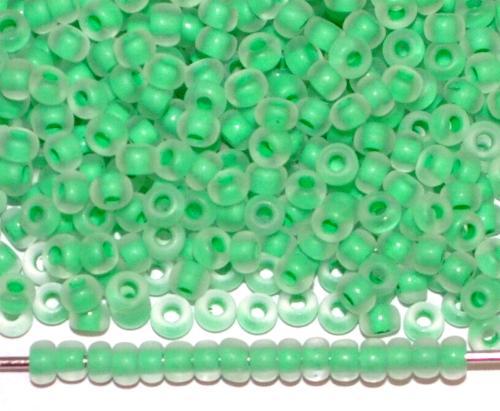 Best.Nr.:14079 Rocailles von Ornella Preciosa Tschechien kristall mattiert (frostet) mit grünem Farbeinzug