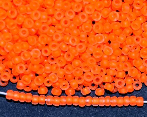 Best.Nr.:14083/100  Rocailles von Ornella Preciosa Tschechien  kristall mattiert (frostet) mit Farbeinzug neon orange
