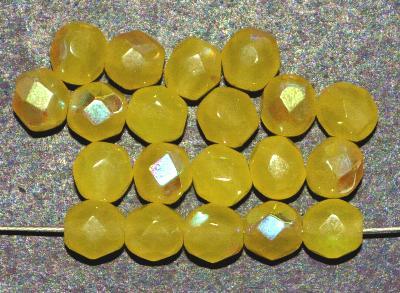Best.Nr.:28204 facettierte Glasperlen, alabaster gelb (greasy yellow) mit AB, In Gablonz / Böhmen hergestellt.
