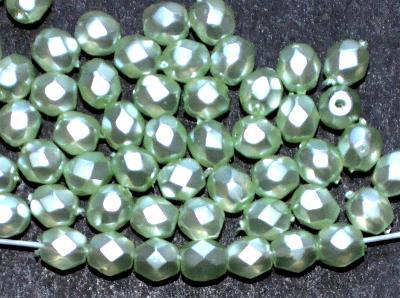 Best.Nr.:24145 facettierte Glasperlen mit Wachsüberzug, hellgrün perlmutt, hergestellt in Gablonz / Böhmen