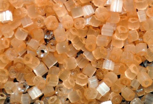 Best.Nr.:16036  Glasperlen aus  Satinglas gelborange,  hergestellt von Ornella Preciosa Tschechien