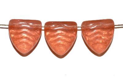 Best.Nr.:49176 Glasperlen hergestellt in Gablonz / Tschechien,   Dreiecke apricot  mit eingeprägten Wellenmuster