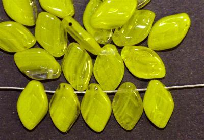 Best.Nr.:50048 Glasperlen Blätter  grüngelb, hergestellt in Gablonz / Tschechien