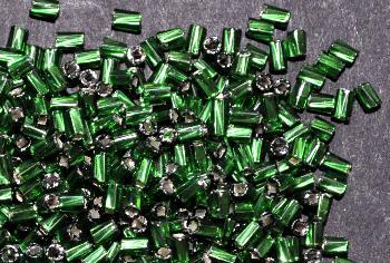 Best.Nr.:41095 Glasperlen / Schnittperlen getwistet, von Preciosa Ornella Tschechien hergestellt, smaragdgrün mit Silbereinzug