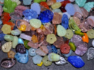Best.Nr.:41076 Glasperlen Großpackung Mix Blüten und Blätter