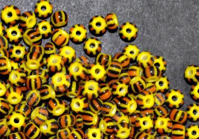 Best.Nr.:13019/100 Rocailles von Ornella Preciosa Tschechien, gelb schwarz orange gestreift