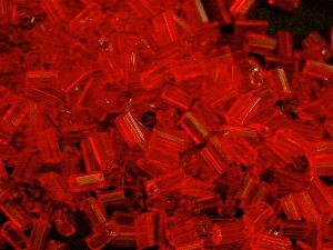 Best.Nr.:21107 Glasperlen / Stiftperlen in den 1940/50 Jahren in Gablonz/Böhmen hergestellt, hellrot transparent