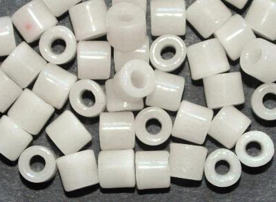 Best.Nr.:63894 Glasperlen ( tilt-beads ) in den 1920/30 Jahren in Gablonz/Böhmen hergestellt,  alabasterweiß, (Prosserbeads),