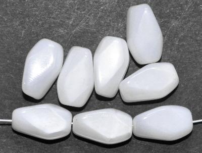 Best.Nr.:63777  Glasperlen in den 1960/70 Jahren in Gablonz/Böhmen hergestellt, alabasterweiß