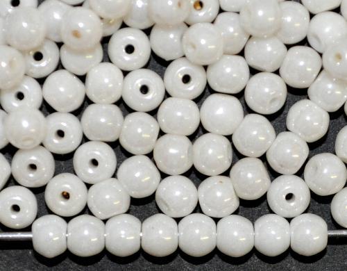 Best.Nr.:22480 Glasperlen rund,  altweiß mit lüster, in den 1930/40 Jahren in Gablonz/Böhmen hergestellt