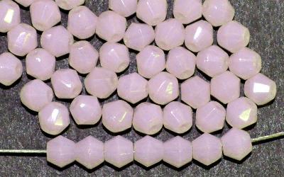 Best.Nr.:26423 geschliffene Glasperlen bicon, blassrosa Opalglas,  hergestellt in Gablonz / Tschechien,