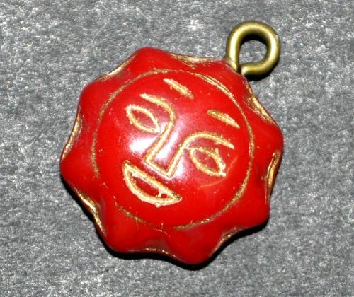 Best.Nr.:34041 Glasanhänger mit Öse,  Sonnenornament im Halbrelief dargestellt, rot opak mit Goldauflage