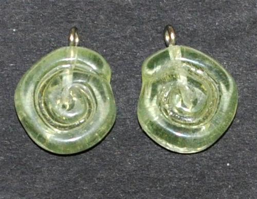 Best.Nr.:34130 Glasanhänger in Schneckenform mit Öse, hellgelb transp. Uranglas, hergestellt in Gablonz / Tschechien