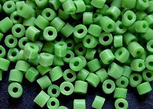 Best.Nr.:41068 Glasperlen in den 1920/30 Jahren in Gablonz/Böhmen hergestellt grün opak